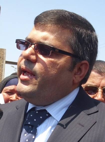 المحافظ أشرف هلال