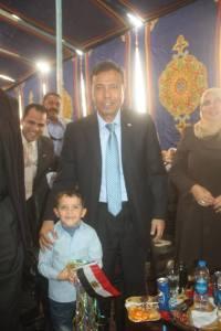 إياد فى صورة تذكارية مع محافظ المنوفية