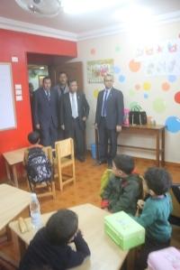 المحافظ فى زيارة لمدرسة مصر الحرة