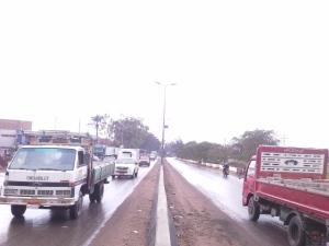 المياه أغرقت الطرق و الشوارع