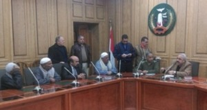 اللواء أسامة فرج خلال لقاءه مع بعض المواطنين من أشمون