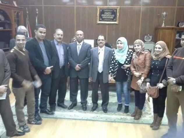 د . هشام عبد الباسط محافظالمنوفية الجديد يتوسط مجموعة من الصحفيين و المحررين بوكالة  ا . ن . م . ا   ENMA